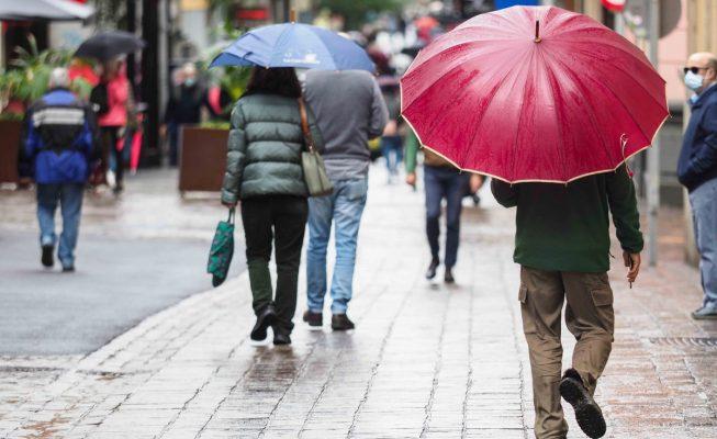 Canarias presenta este domingo cielos nubosos y lluvia