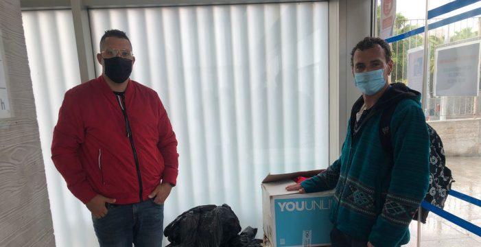 Diablos Locos entrega 50 suéteres a personas sin hogar de la capital tinerfeña