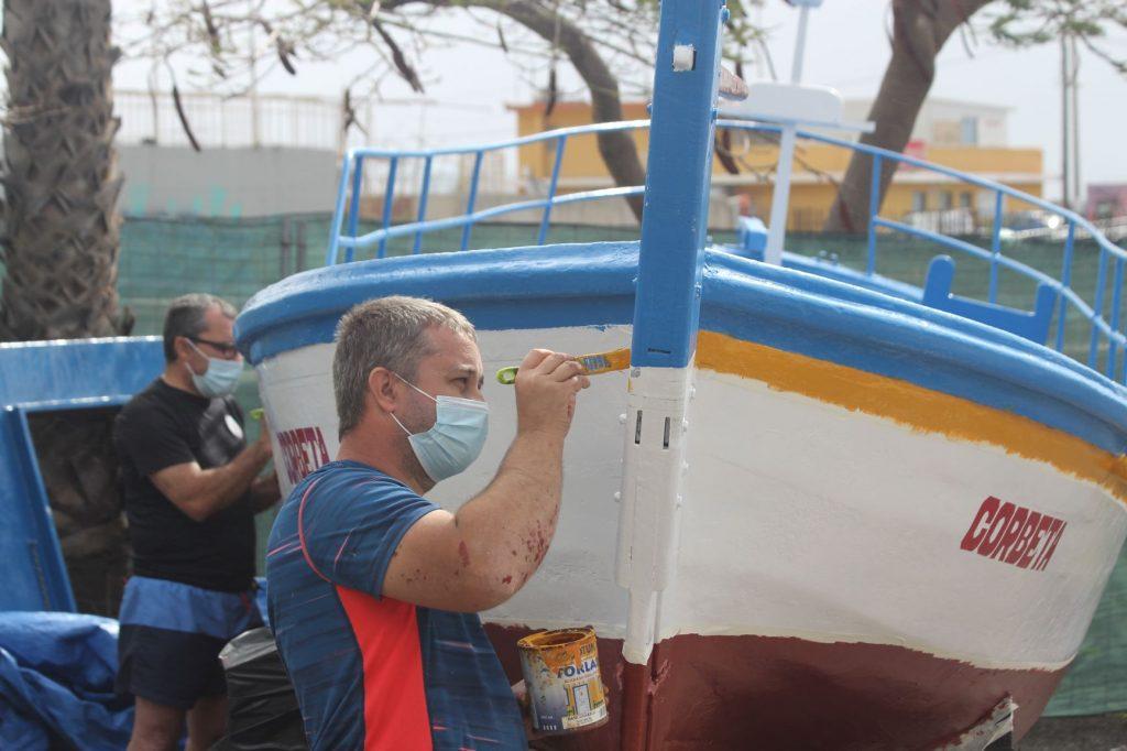 Miembros de la asociación de vecinos pintaron ayer El Corbeta. Martín-Travieso