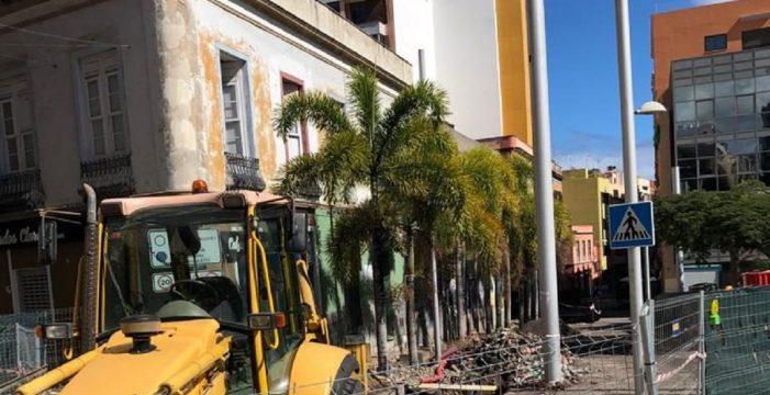 Los vecinos y comerciantes de Imeldo Serís se quejan del retraso de la obra, el mal olor y las ratas