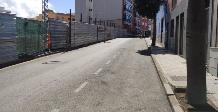 Urbanismo toma medidas de seguridad en la avenida Lucas Vega ante la aparición de una fisura en la vía
