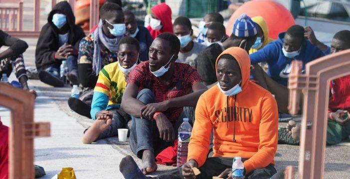 El Cabildo de El Hierro se cansa de esperar y exige el realojamiento urgente de los migrantes