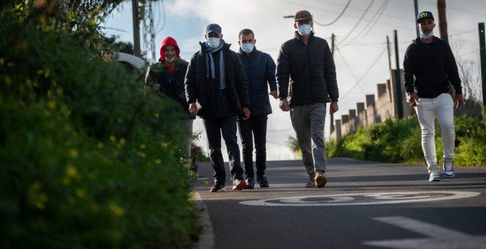 Ni son delincuentes ni nos invaden: las mentiras racistas sobre la inmigración en Canarias