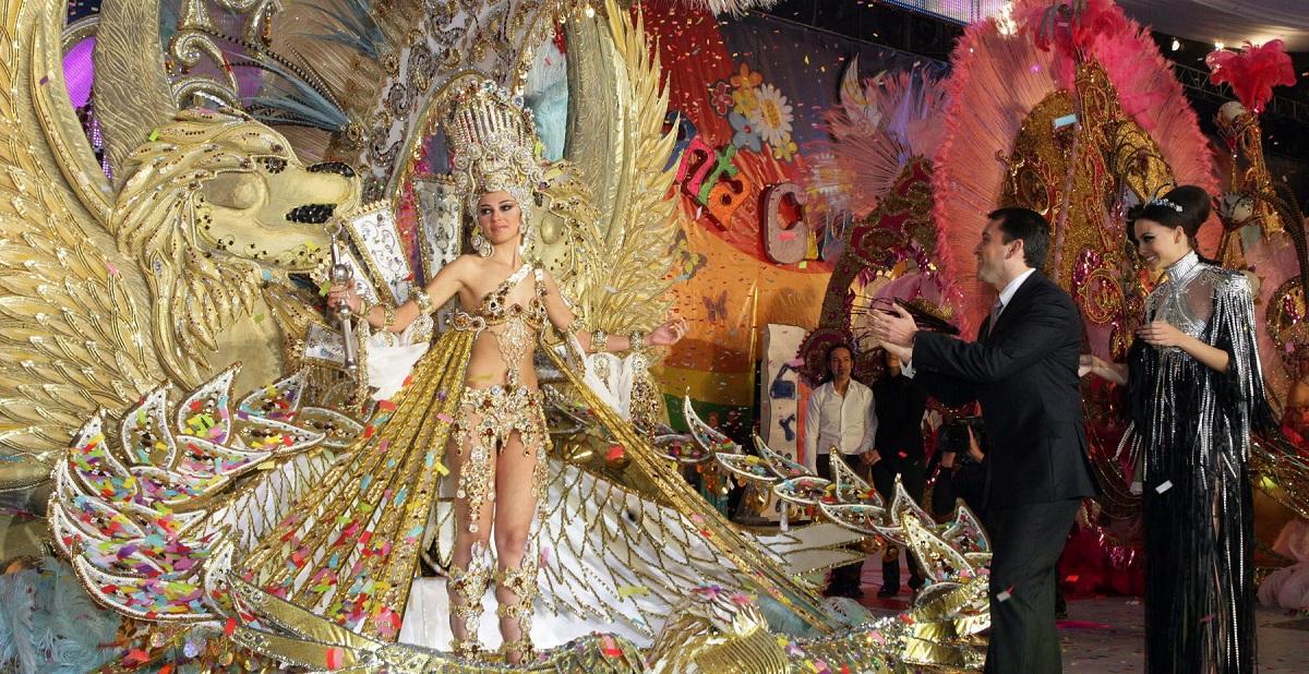Las reinas mayores y las niñas, ilusionadas por el Carnaval 2021