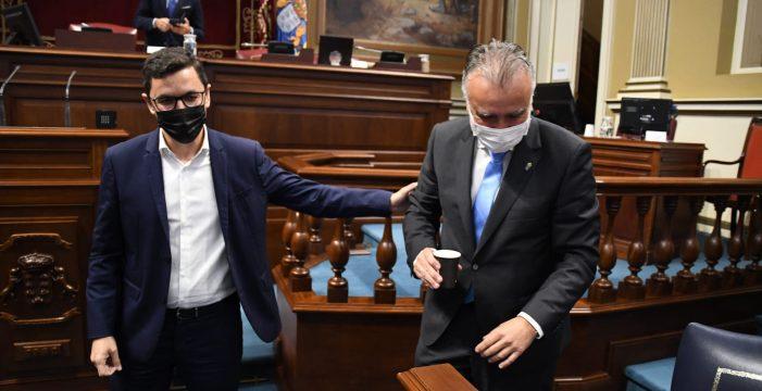 El PSOE canario se pega un tiro en el pie para que el ambiente político no decaiga