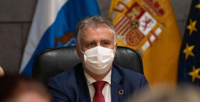 Torres dice que la suspensión con AstraZeneca no retrasará la inmunidad en verano