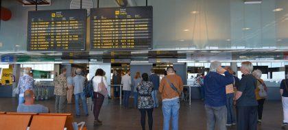 Hasta 15 desvíos y nueve cancelaciones en los aeropuertos tinerfeños