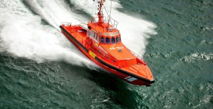 Rescatan a 25 personas, entre ellas un niño, cerca de Gran Canaria