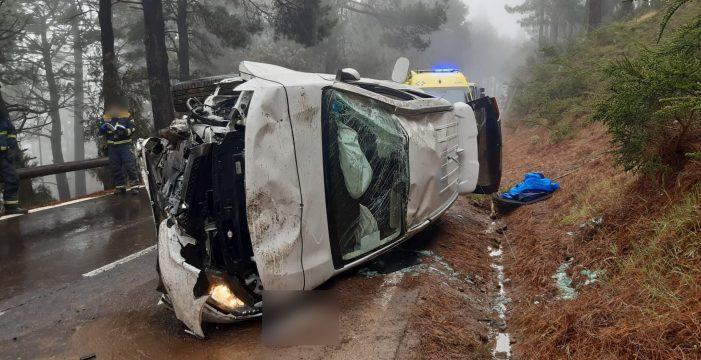 Los Bomberos intervienen en un aparatoso accidente en Arafo