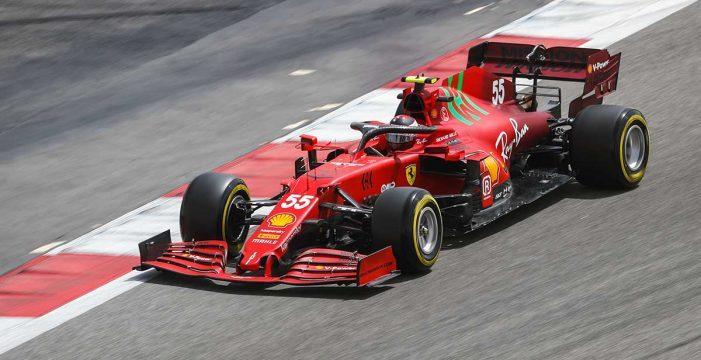 Sainz ilusiona en la última jornada en Baréin y Alonso termina en el 'Top 10'