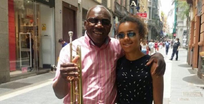 El trompetista de la sonrisa eterna que llegó por amor