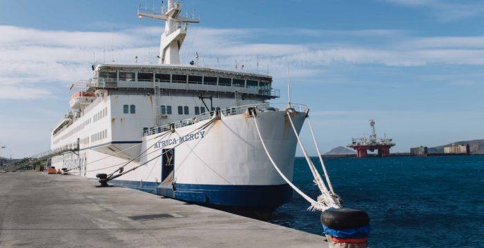 El mayor barco hospital civil del mundo, un año aislado en Granadilla
