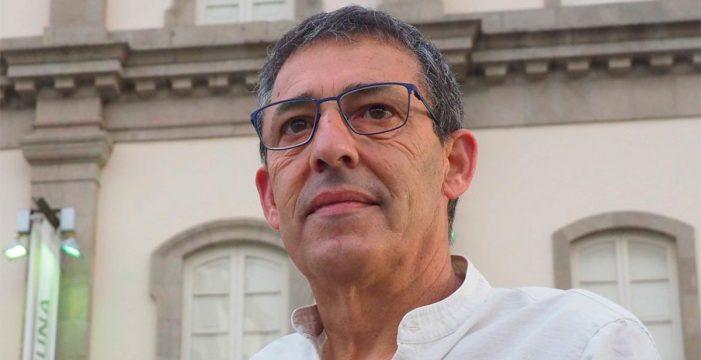 """Pedro Felipe, naturalista: """"En Canarias hay aves que peligran ante la superpoblación, las luces y la presión en las costas"""""""