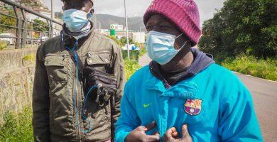 """Migrantes en Las Canteras: """"Volveremos a Canarias aunque nos devuelvan, en Senegal no hay nada"""""""