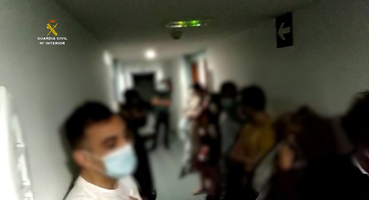 La Guardia Civil interviene una reunión ilegal que incumplía la normativa sanitaria en un complejo hotelero de Fuerteventura. DA