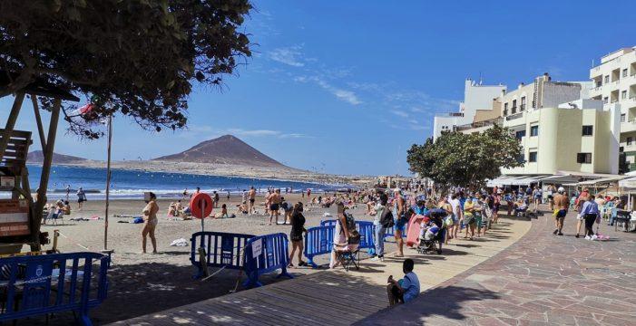 Colas para acceder a la playa de El Médano este Viernes Santo