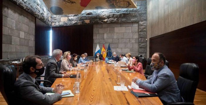 Canarias analiza las restricciones que aplicaría si decae el estado de alarma