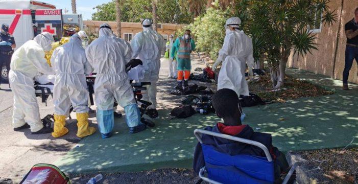 Cuatro muertos y 17 hospitalizados en un cayuco a la deriva en El Hierro
