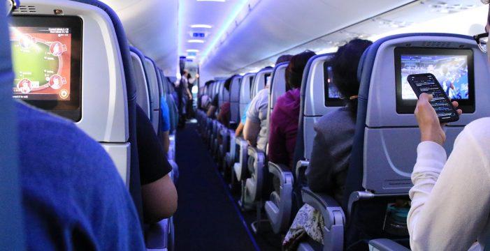 """""""Es un absurdo mayúsculo"""": Serra critica que los aviones sirvan comida mientras cierran los bares"""
