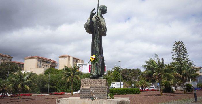 Apuestan por reubicar la estatua de Anchieta en el jardín central de la ULL
