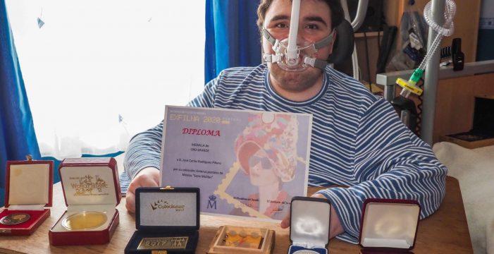 Carlos, el joven que puso a Tenerife en el mapa de la filatelia