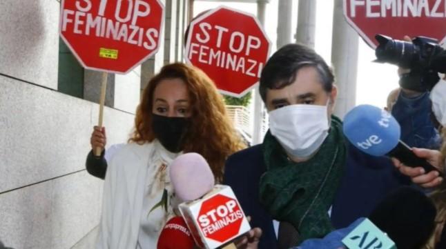 """Increpan a Rocío Carrasco a su salida de los juzgados al grito de """"stop feminazis"""""""