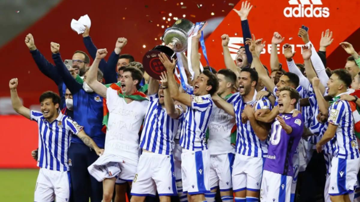 Los jugadores de la Real Sociedad celebran el título de la Copa del Rey 2019/2020 Reuters