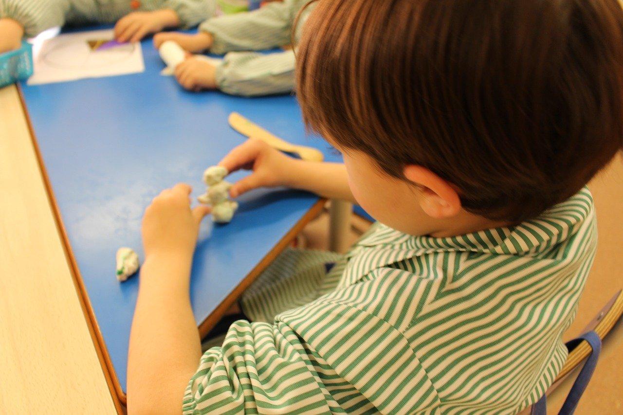 Un niño en el colegio, imagen de recurso. Pixabay