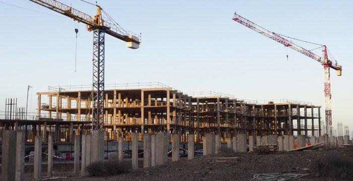 Una multa de solo 300 euros por el reinicio de las obras del hotel La Tejita