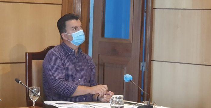 Gómez se va del Consistorio de Candelaria con un nuevo guiño a Bajo la Cuesta