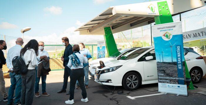 Alumnos del IES San Matías diseñan una marquesina con placas fotovoltaicas para la carga de vehículos eléctricos