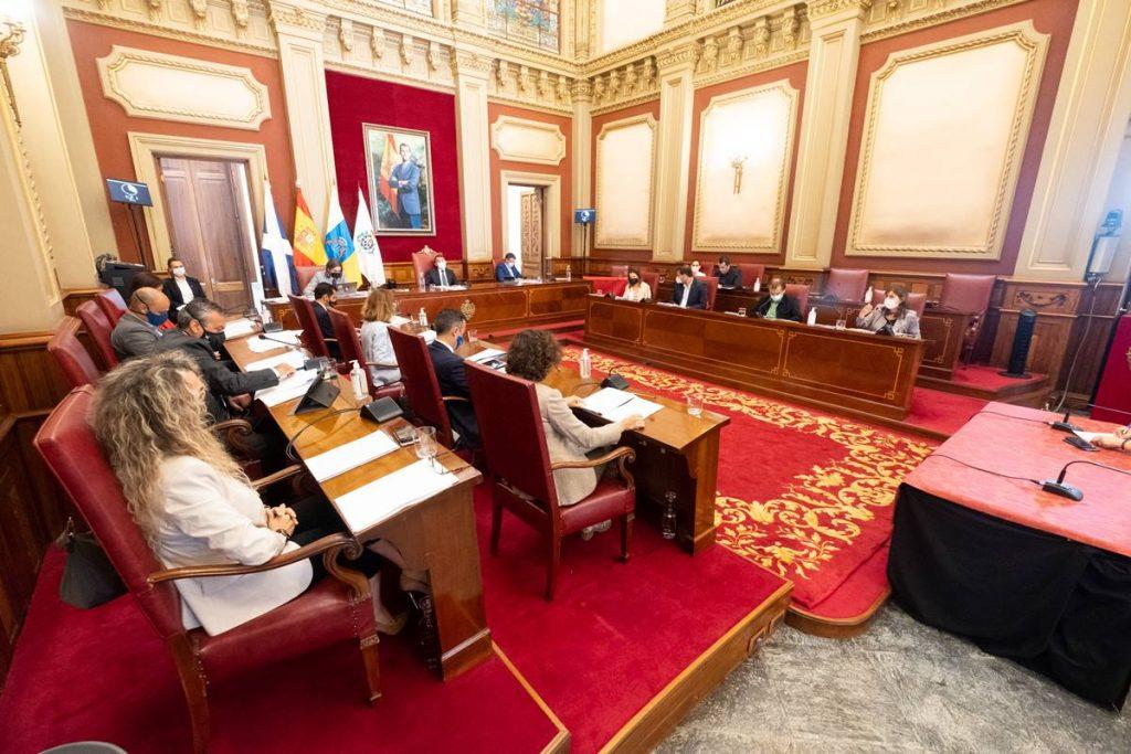 El Pleno aprobó ayer, por unanimidad, la moción presentada por PSOE, UP y Cs, para incrementar el personal que elabora los informes de vulnerabilidad. F. P.