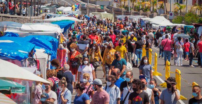 Unas 4.700 personas pasaron por el Rastro de Santa Cruz en la reapertura
