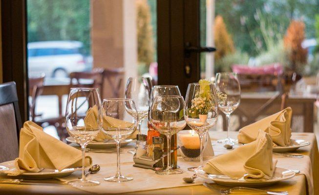 Multan a 110 personas que cenaban en un restaurante clandestino