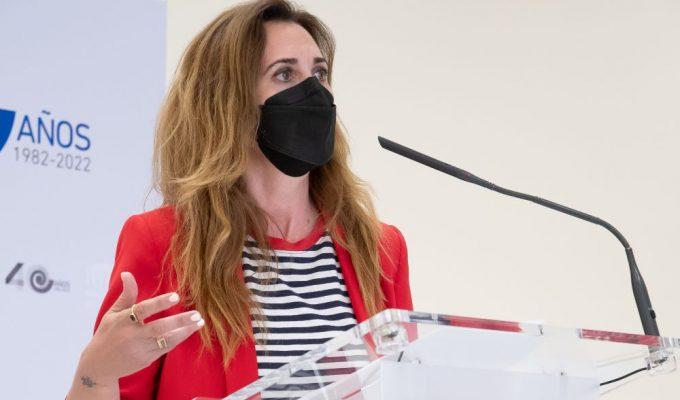 """Estrella Galán, directora general de CEAR: """"Si la U.E no quiere que los migrantes transiten a la península, España tiene exigirle una alternativa para reubicarlos"""""""