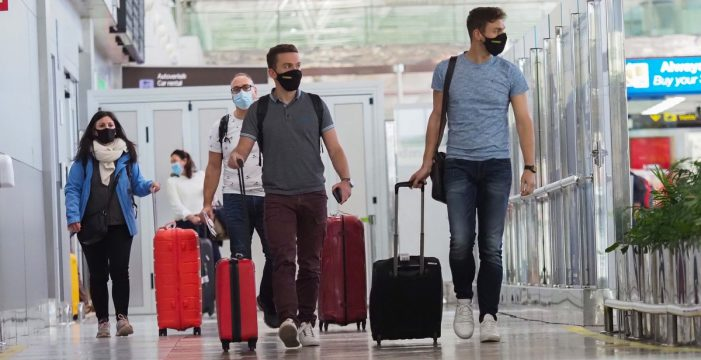 Sanidad lanza la aplicación móvil con el certificado para viajar en Europa