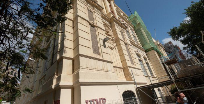 Santa Cruz repara el muro de Villasegura y anuncia la redacción de su reforma integral