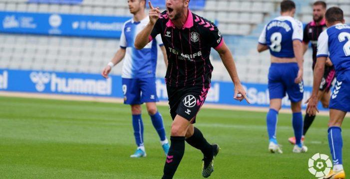 El Tenerife confirma la permanencia en la Nova Creu Alta (0-2)
