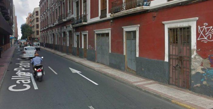 Agreden a dos policías locales en Gran Canaria: no les importó tener a su bebé en las manos