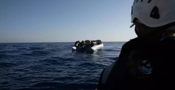 El barco de rescate 'Sea Watch 4' pide un puerto seguro para desembarcar a más de 450 migrantes