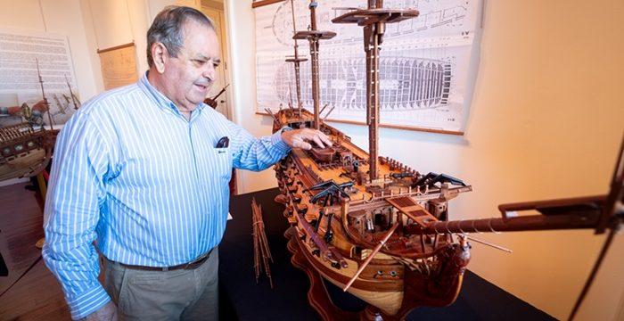 Rigoberto, el artesano que refleja el alma de los barcos