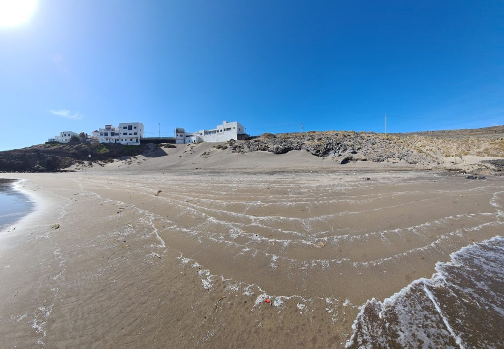Llegada masiva de plásticos a Playa Grande, Tenerife. Mayo 2021. Imagen cedida por el Grupo de Investigación AChem de la Universidad de La Laguna