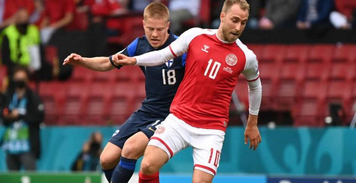 """Christian Eriksen, """"estable"""" tras desvanecerse en el partido de la Eurocopa contra Finlandia"""