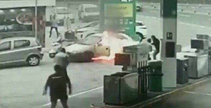 Fuego en una gasolinera en Gran Canaria: un coche arde en segundos