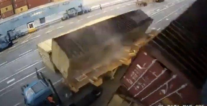 Tremendo susto en Gran Canaria: se salva de morir aplastado por cuatro contenedores