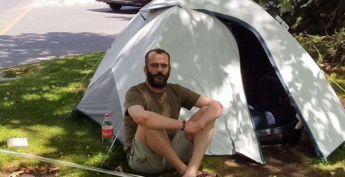 Casi 70 días durmiendo frente a Defensa y una huelga de hambre: el calvario de un militar tinerfeño que fue cesado