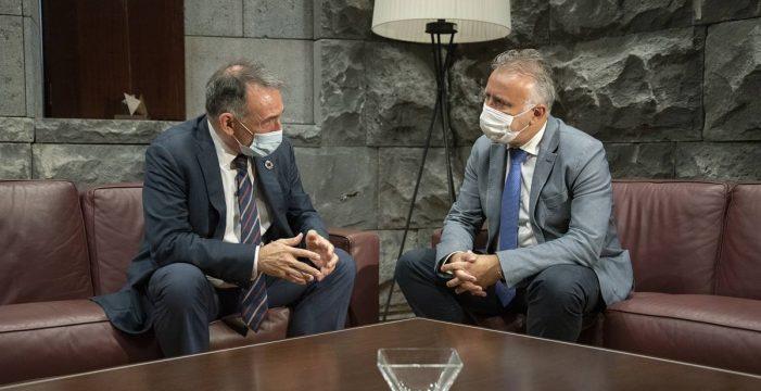 """Santiago desdramatiza: """"En Canarias no se va a dar un problema como en Grecia"""""""