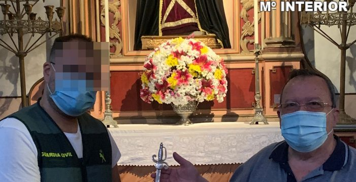 Intentan vender por cinco euros una daga de incalculable valor robada de una iglesia canaria