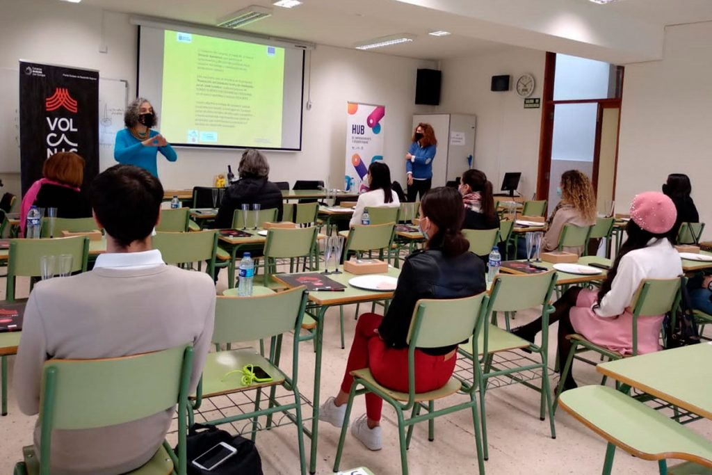 Un taller impartido por Zebina Hernández dentro del proyecto de GMR. DA