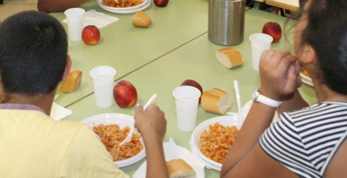 Canarias mantiene las 'tarjetas monedero': más de 15.000 alumnos y 120 euros al mes